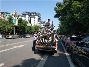 加强共享单车治理还市民洁净道路