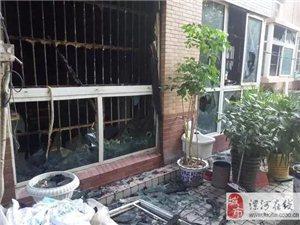 惨不忍睹,澳门威尼斯人游戏网址一小区深夜突发大火!80岁老太被困……