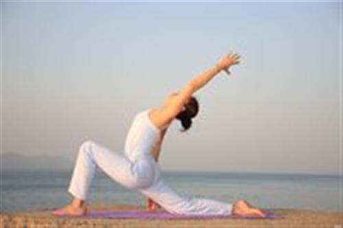 想要身体变得更轻盈?练习这些瑜伽姿势,让你一天比一天更轻盈!