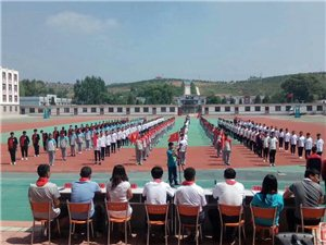 娄家店乡举办中学生离队入团仪式示范活动