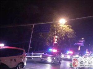 凌晨,澳门威尼斯人游戏网址12个人在被窝里,被抓!
