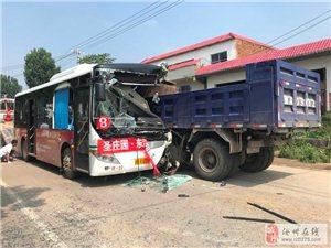 刚刚,汝州焦村发生一起公交车与卡车相撞事故