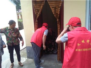 新县民政局救助站和红细胞志愿者团队来我院慰问老人