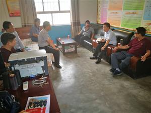 县委常委、统战部部长张国栋到堡塬社区开展脱贫攻坚活动
