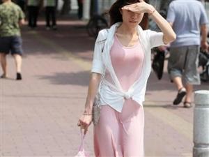 路人街拍: 大风把裙子吹的, 这身材无法说