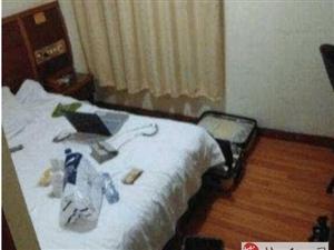 19岁女孩住旅店,半夜感觉身上有东西,用手一摸吓得腿软!