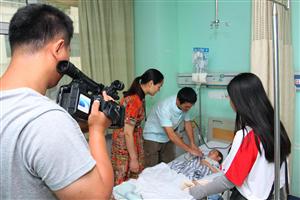 江夏困难家庭母子先后重病手术,民企公益基金启动应急程序救助