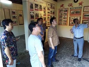 四届市政协陈伟琳副主席陪同省内数位美术大家游览弋阳古城