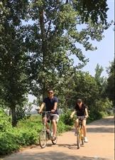 李亚鹏带女儿李嫣乡下小居,父女俩乡村小道骑单车超温馨