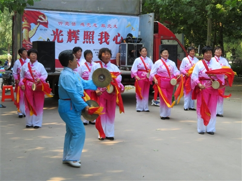 喜庆七.一建党节文艺演出轰动全城居民喜乐融融