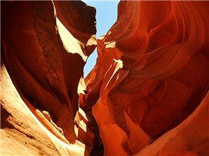 83岁游美国――-4红砂岩狭缝型峡谷:羚羊峡(组图)