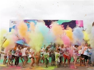 乐和乐都举办色彩水枪大战;开启炫酷暑期活动