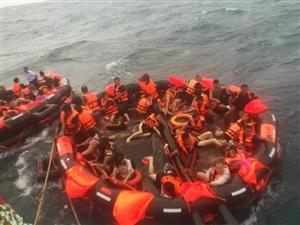 痛心!普吉海域翻船事故,致中国游客1人遇难50人失踪!网友亲历生死一刻…