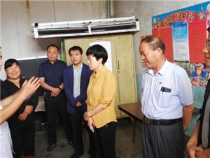 省纪委领导深入王村镇南王村走访慰问贫困户
