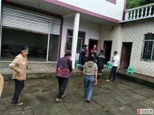 苍溪县红十字聚爱救援队东溪分队长达6小时寻找终于找到失联4日老人