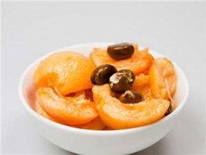 嘴唇干裂可以通过吃水果的方式治愈