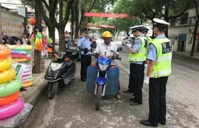 摩托车交通违法行为整治持续进行中:交警一天再拘留6人!