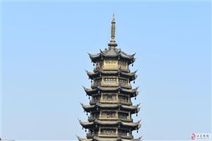 桂林市日月�p塔