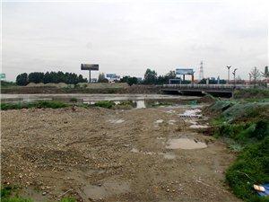 7月12日下午,站在成绵高速收费站围观:马牧河、马牧河公园、融锦城工地
