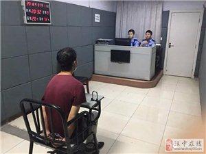 汉台民警街头追捕逃犯