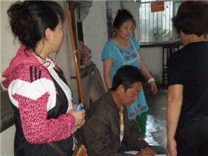 7月12日,九江路社区对辖区受灾严重的小区住户进行入户走访汛情排查