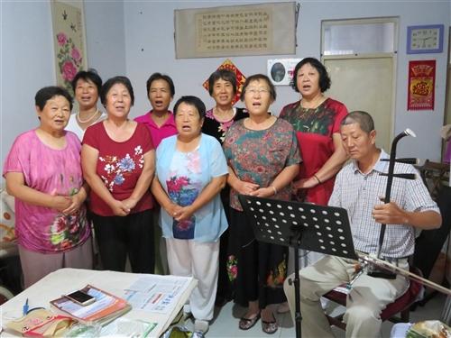 澳门地下赌场娱乐县夕阳红歌诵队唱红歌苦练(京评梆)戏12年