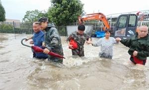 广汉640名民兵抗洪抢险