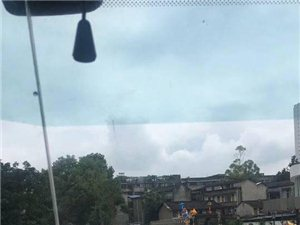 【转帖】小伙自带挖掘机广汉救援后转战金堂,连续救援29个小时(图片)