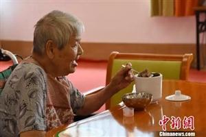 为什么有些老人身上总有股怪味儿?真相让人心酸