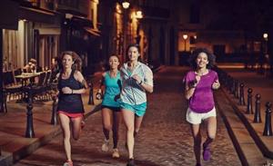 有夜跑的吗 晚上约下一起跑步减肥