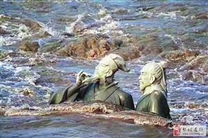 """水中的塑像:苏轼黄庭坚""""水中吟诗"""""""