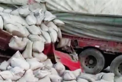 荆门207国道复线两车相撞,货车车头被撞面目全非!一人身亡!