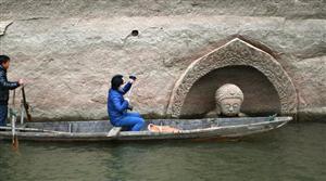 男子旅行,发现一佛像处于水中,结果让人惊奇了