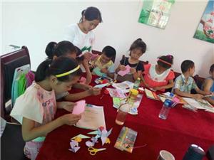 呵护孩子的心灵  ——青春启蒙爱心教育队用心去陪伴