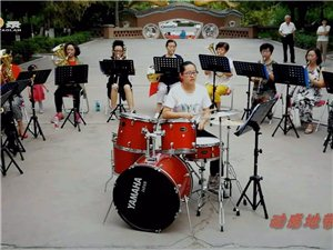 (活力酒泉)《动感地带⑤一支女子管乐队(一)》