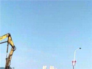 澳门网上投注平台大桥桥头(湘东医院往南站方向)正在拆迁房子