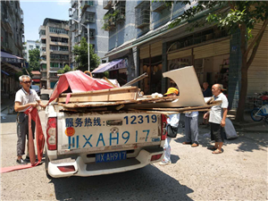 广安区城管热心助人受群众好评