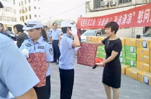 """怡康医药临潼分公司,开展""""关爱一线职工,夏送清凉""""公益活动"""