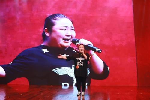 枝江选手赖娜娜今日赴北京参加央视《星光大道》比赛》