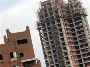 康安2期楼顶严重违规私自建筑、望有关部门来管管