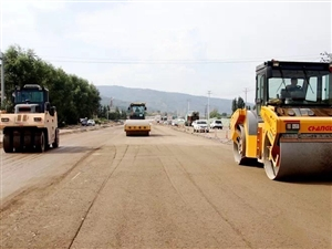 麦积山大道雏形初现!主车道路面铺设10月底完工