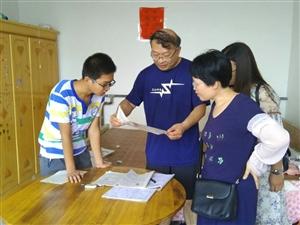 心手相牵,让教育更有温度――阜城中学开展暑假家访活动