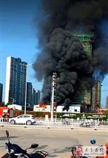 寻乌城北新区一在建楼盘发生火灾,现场黑烟滚滚!