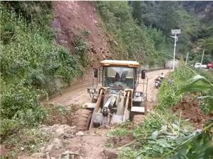 镇雄县五德山体滑坡,一70岁老人被埋至今生死不明!(现场视频)