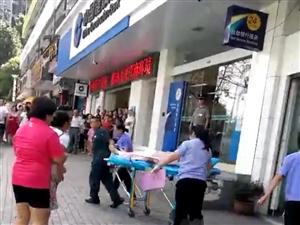 """重庆万州一女子跳楼轻生,朋友圈竟传是因为""""抢银行""""??"""