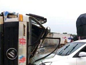突发!寻乌杨梅坑发生车祸,车头已严重变形,雨天路滑减速慢行,安全第一!