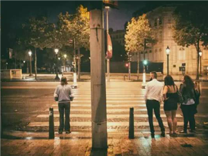 为什么有些人看起来友善,却总是独来独往?