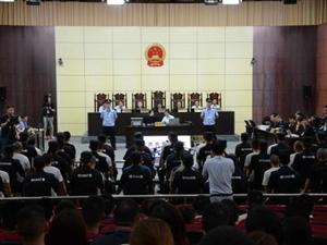 盘踞荆门城区10余年的涉黑团伙出庭受审