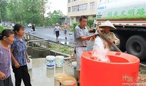 湖口这里的水厂出现故障,他们坚持每天早晚为村民送水40吨.....