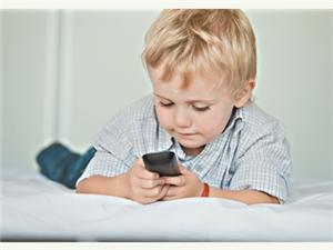 """该不该给宝宝玩手机?不妨先验""""视力储备"""""""